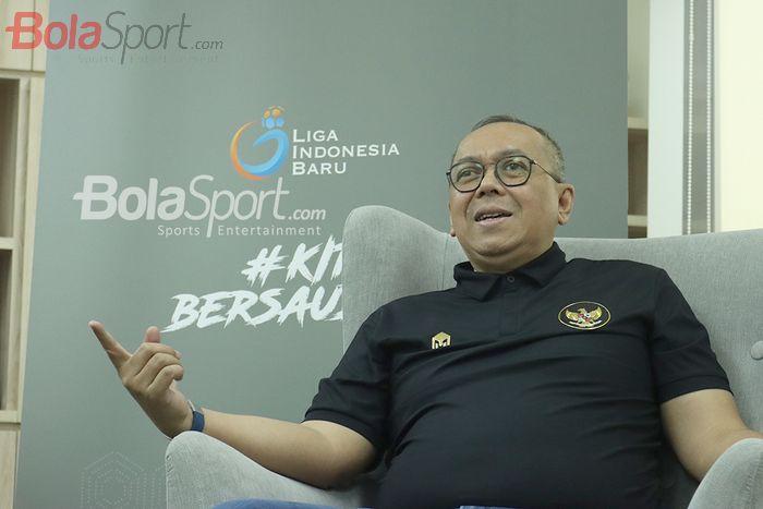 Direktur Utama PT Liga Indonesia Baru (LIB), Akhmad Hadian Lukita, sedang wawancara eksklusif dengan BolaSport.com pada 19 November 2020