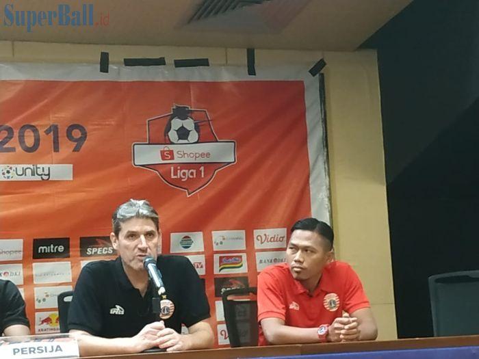 Pelatih dan pemain Persija Jakarta, Julio Banuelos serta Toni Sucipto dalam jumpa pers, Selasa (9/7/2019).