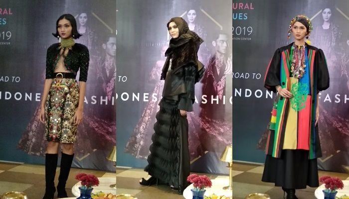 Beberapa koleksi desainer APPMI yang akan ditampilkan pada Indonesia Fashion Week (IFW) 2019 mendatang dipamerkan di Sofia The Gunawarman, Rabu (23/1/2019)