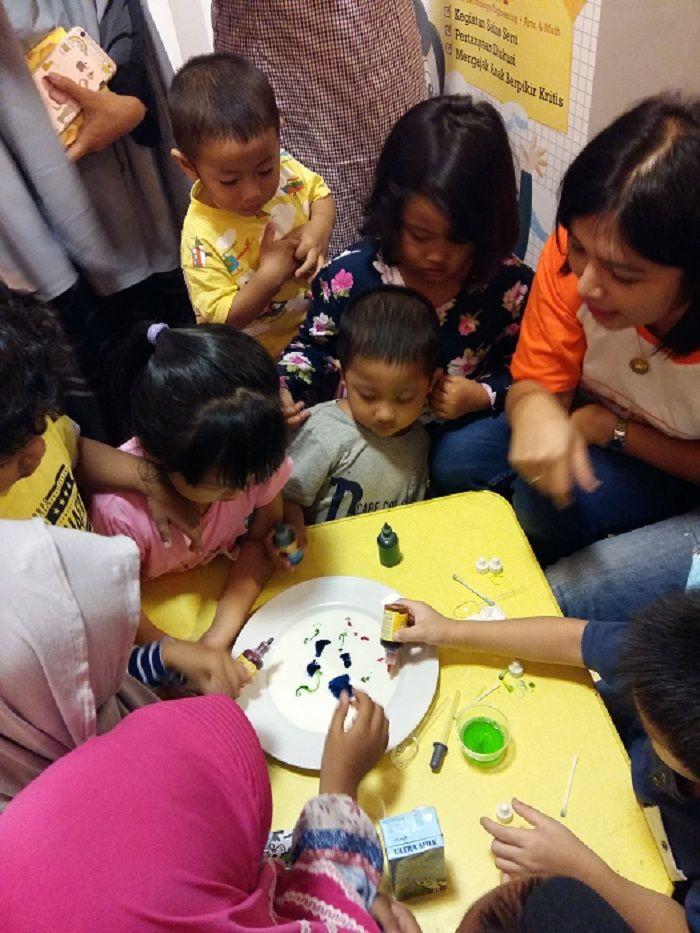 Melalui metode montessori, anak bisa belajar sains dengan menarik