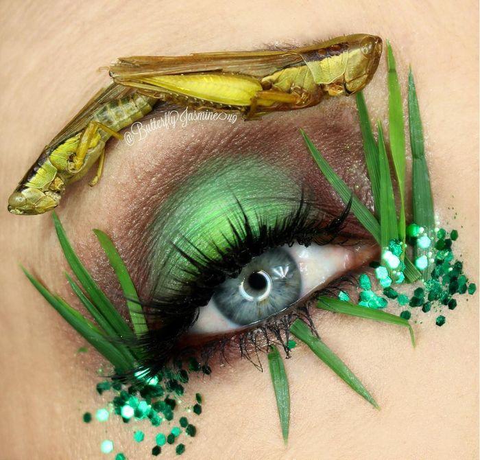 Kreasi Makeup Menggunakan Serangga Mati