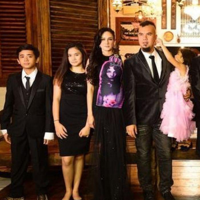 Foto keluarga bareng nih