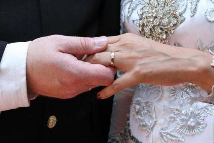8 tradisi pernikahan paling unik dari seluruh dunia.