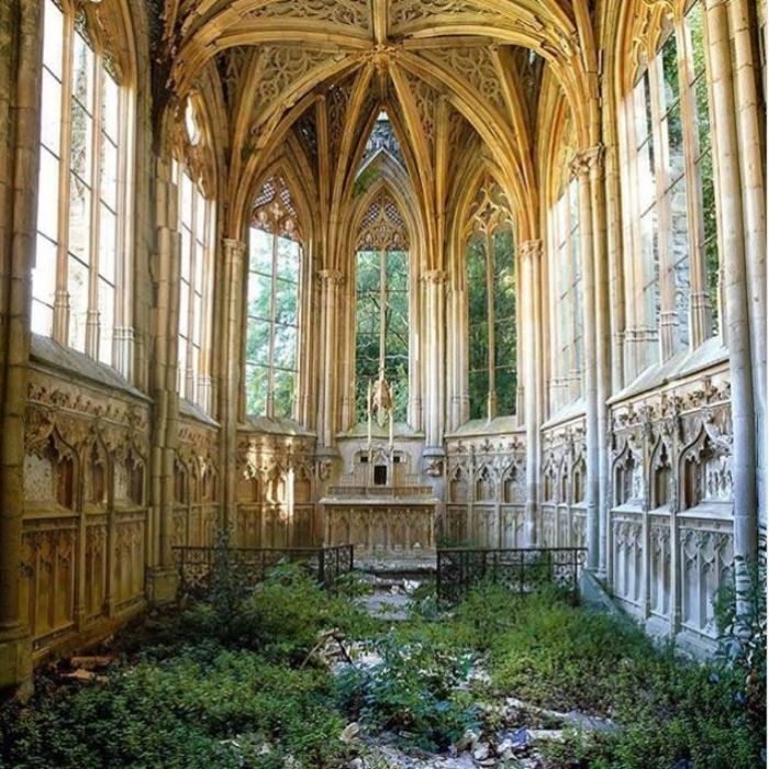 Gereja di Prancis yang tak terpakai