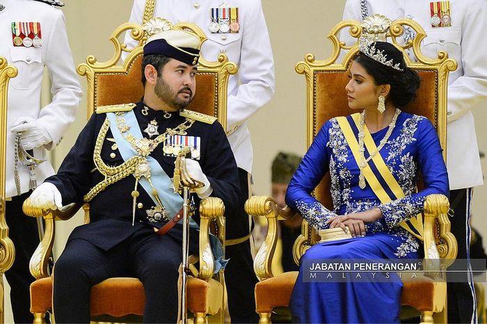 Tunku Mahkota Johor bersama istrinya