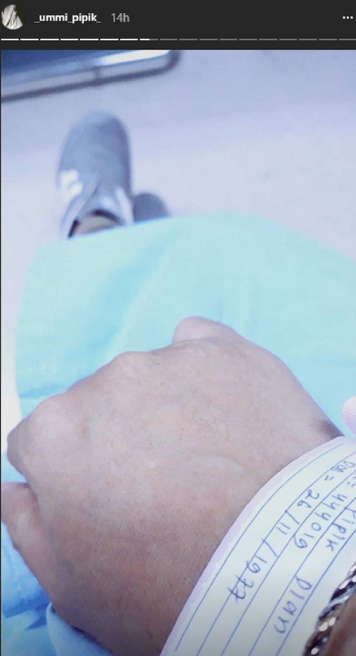 Ummi Pipik masuk rumah sakit instagram.com/_ummi_pipik_