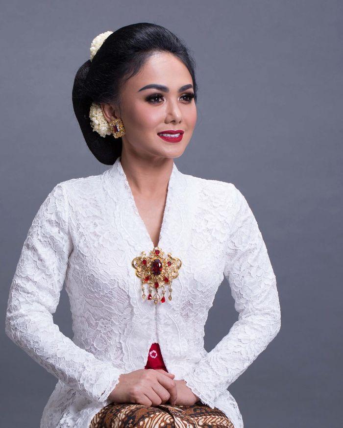 Yuni Shara pamerkan penampilan berkebaya