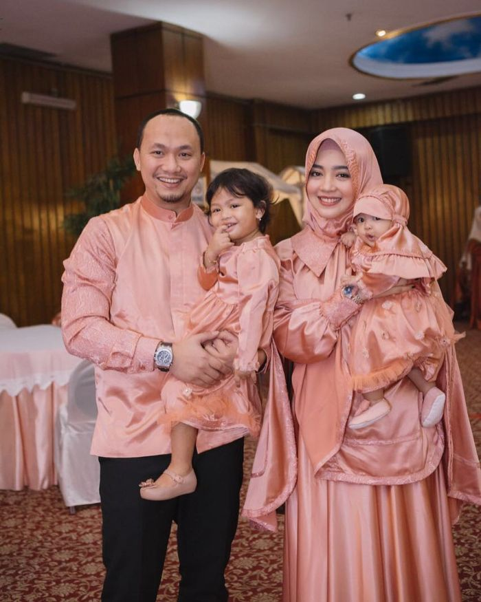 Nuri Maulida bersama suami dan anak-anak