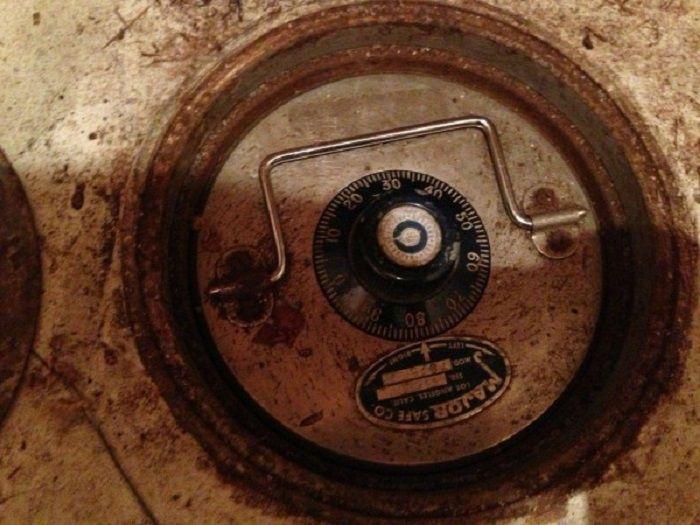 Pintu bawah tanah