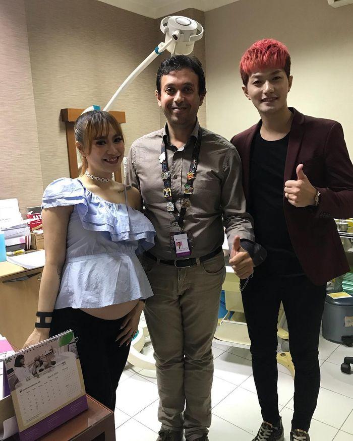 Lee Jeong Hoon temani istrinya ke Brawijaya Women & Children Hospital