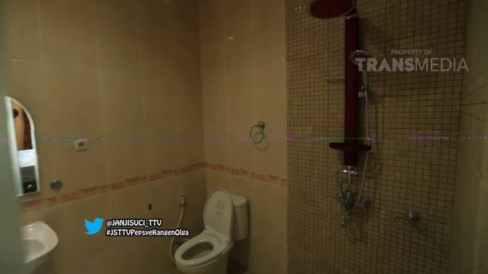 Kamar mandi di rumah Billy Syahputra