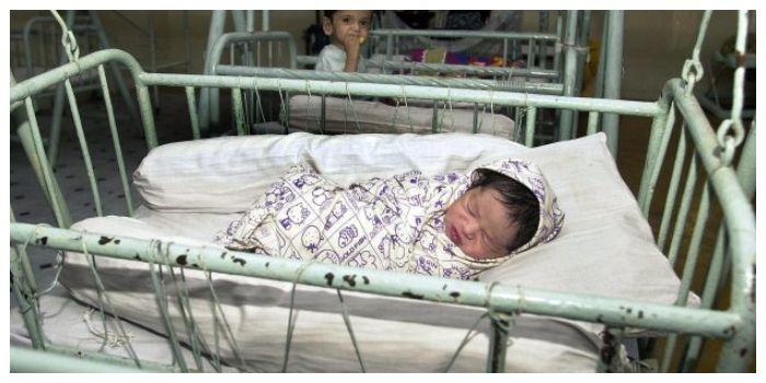 Bayi yang ditemukan selamat di bawa ke rumah sakit untuk mendapatkan perawatan