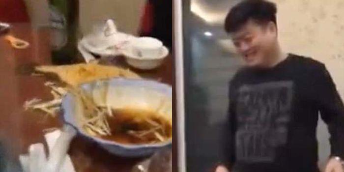 Pengunjung restoran terkejut