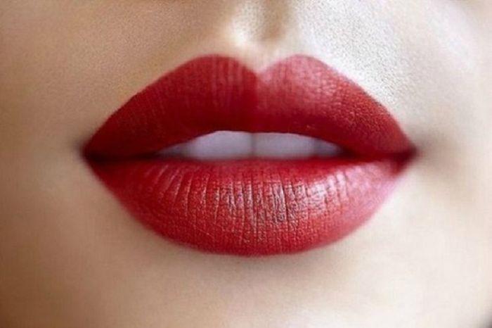 Bibir atas dan bawah tebal