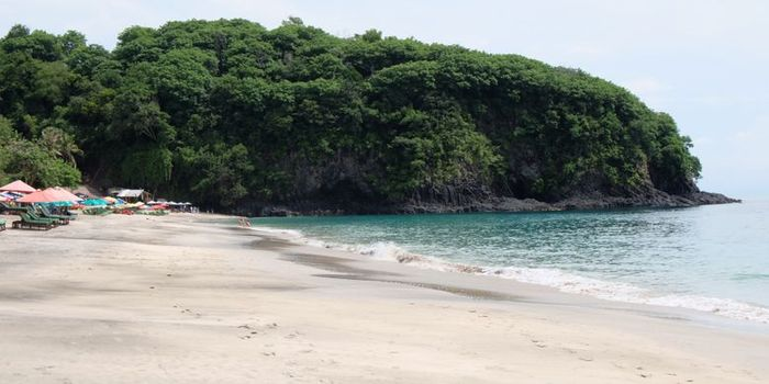 Silvita Agmasari Pantai Bias Putih atau Virgin Beach di Karangasem, Bali.