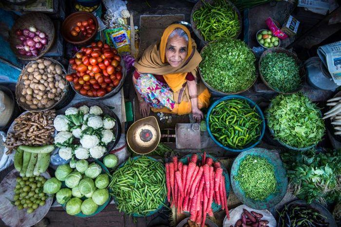 Pedagang wanita ini telah menggelar dagangannya di tempat yang sama di Jodhpur, Rajasthan, selama lebih dari 30 tahun.