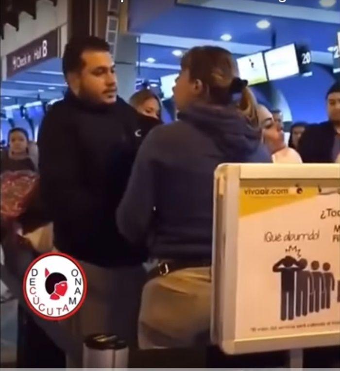 Suami istri bertengkar di Bandara Kolombia