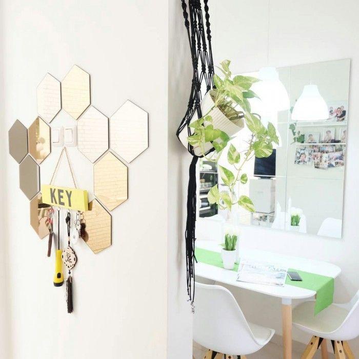 Paduan Cermin dan Dinding Warna Putih
