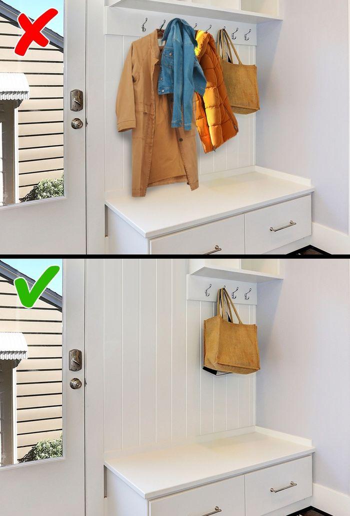 jangan menggantung banyak baju dan tas
