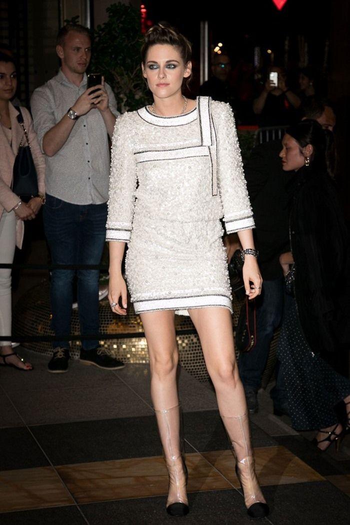 Kristen Stewart kenakan sepatu plastik | The Vogue
