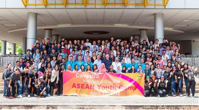 Foto bersama seluruh perwakilan mahasiswa ASEAN dalam kegiatan ASEAN Youth Camp