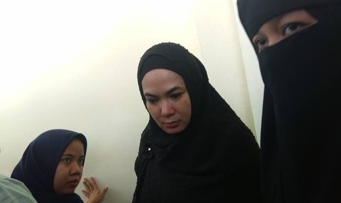 Dian Rositaningrum dan Levina usai sidang saat Grid.ID temui di Pengadilan Agama Jakarta Timur, Cira (Grid.ID/Corry Wenas Samosir)