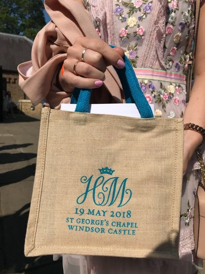 Tas souvenir asli dalam Royal Wedding Pangeran Harry dan Meghan Markel yang diperjualbelikan di e-Bay