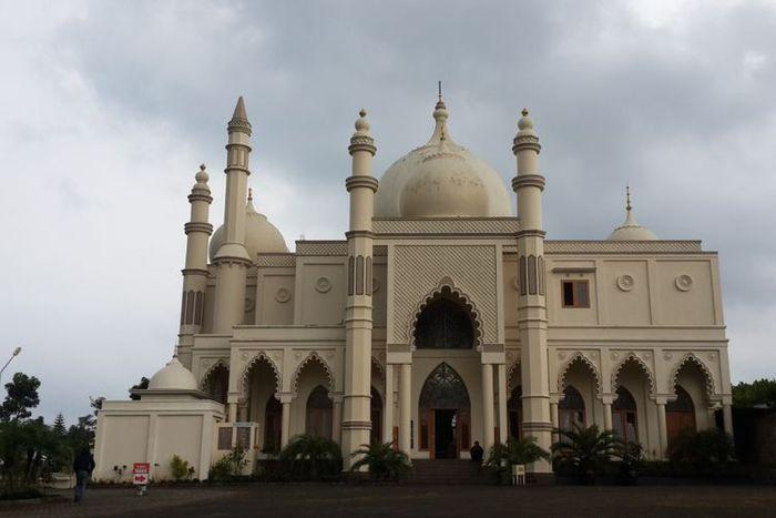 Masjid Salman Al Farizi yang berdiri di Desa Karangwidoro, Kecamatan Dau, Kabupaten Malang