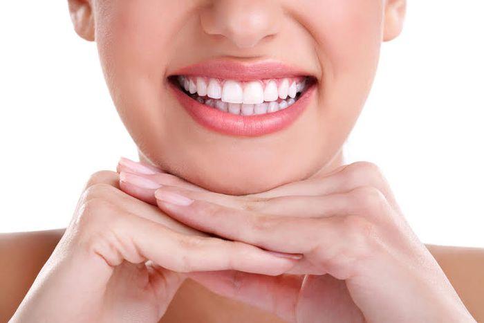 Gigi putih dengan bahan alami