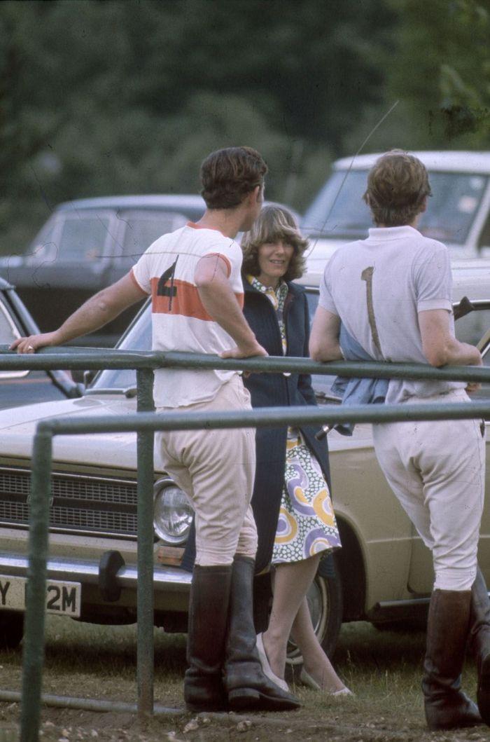 Charles dan Camilla bercakap-cakap pada pertandingan polo tahun 1970