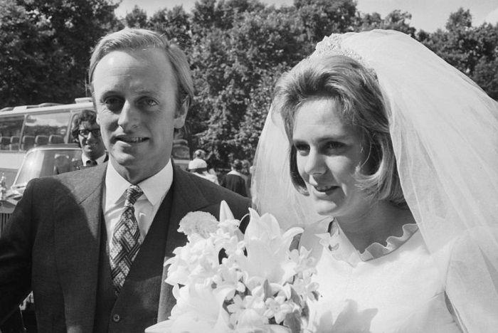 Camilla menikah dengan Andrew Parker Bowles