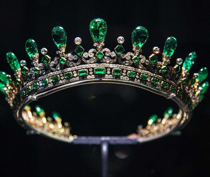 Mahkota dari berlian Ratu Victoria