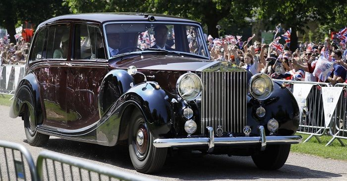 Rolls-Royce tipe Phantom IV yang digunakan oleh Meghan Markle serta ibunya, Doria Ragland