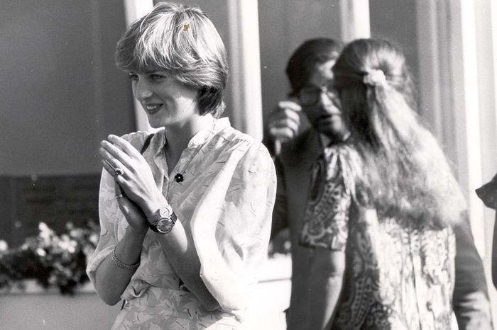 Putri Diana Mengenakan jam tangan 2 sekaligus |  Reg Features