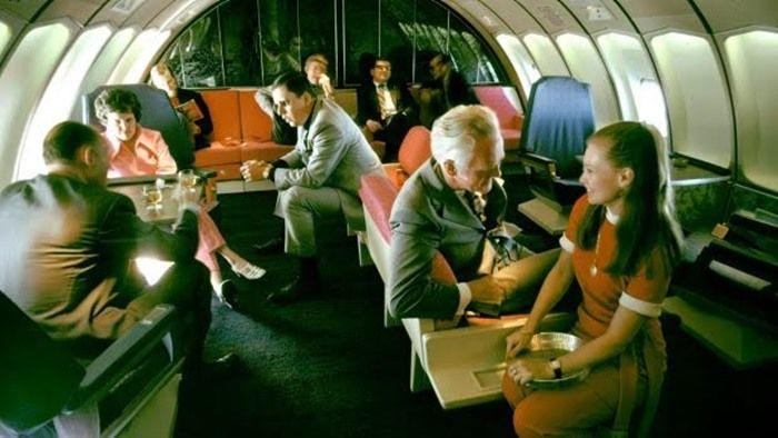 Kondisi di dalam pesawat di tahun 70-an   traveller.com.au