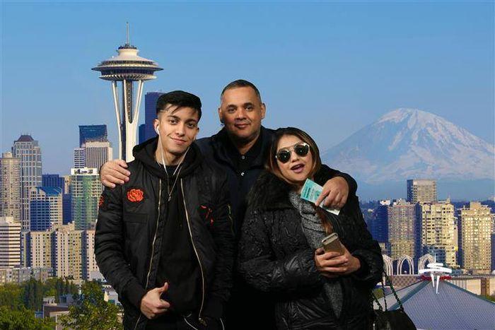 Pedro Carrascalao, Sarah Azhari dan Albany Ray
