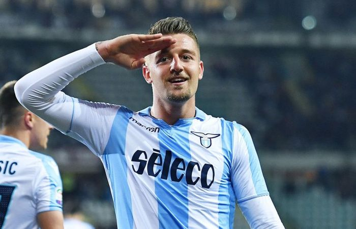 epa06701758 Lazio's Sergej Milinkovic Savic jubilates after scoring the opening goal during the Ital