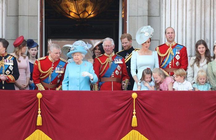 Meghan Markle, Kate Middleton, dan anggota keluarga Kerajaan Inggris lainnya hadir menyaksikan parade Trooping the Colour, 9 Juni 2018