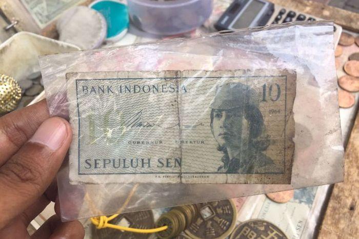 Uang kuno yang dijual Syamsir.
