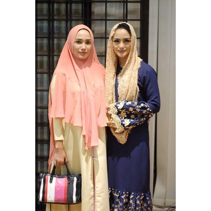 Ussy Sulistiawaty mengenakan hijab syar'i