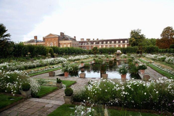 White Garden di depan Kensington Palace
