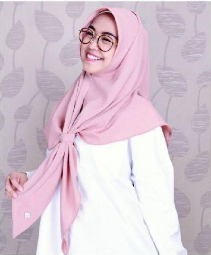 Ria Ricis dengan gaya hijabnya yang simpel
