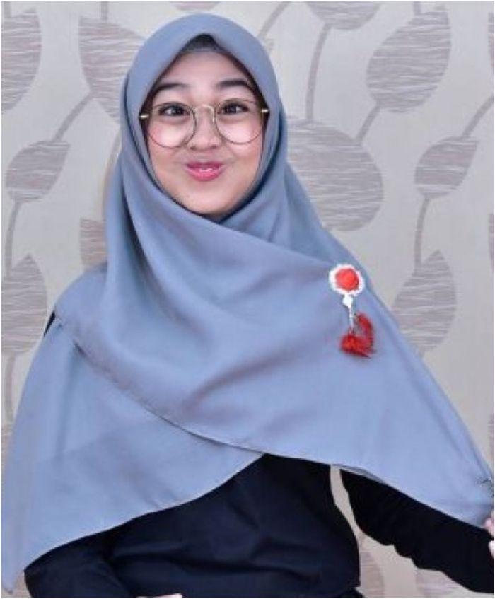 Cara Memakai Hijab Segi Empat Ala Ria Ricis Hijabfest