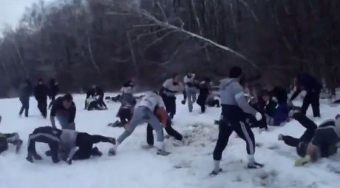 Hooligan Rusia berlatih keras.