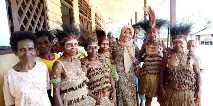 Dokter Amalia di pedalaman <a href='http://manado.tribunnews.com/tag/papua' title='Papua'>Papua</a>.