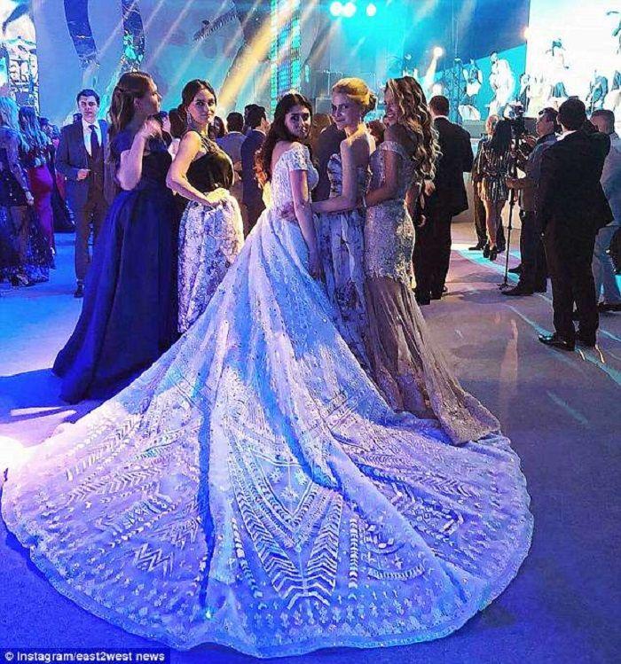 Tamu undangan dan sang pengantin
