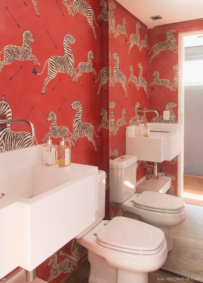 wallpaper kamar mandi | dok. cdn.diys.com
