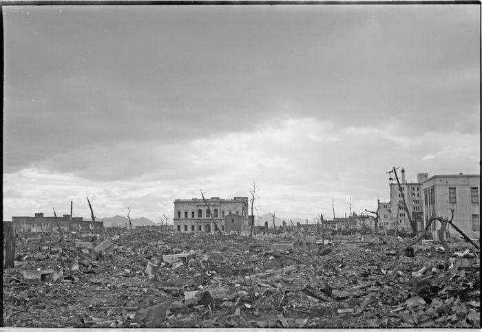 Foto kota Hiroshima setelah dijatuhi bom atom