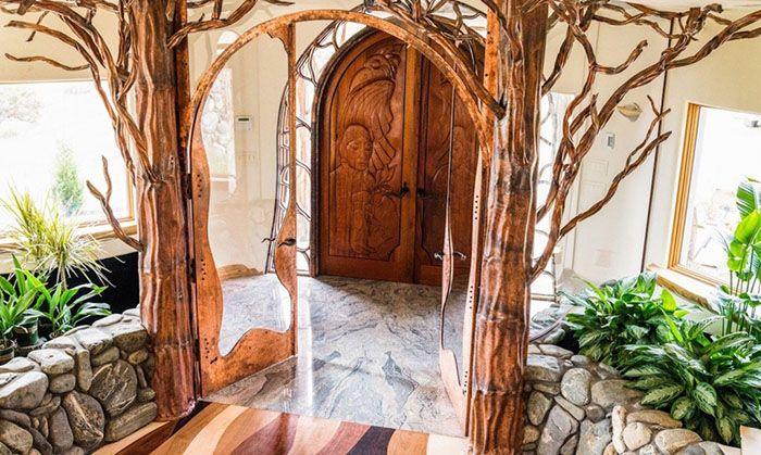 Bagian dalam dengan ranting-ranting pohon asli