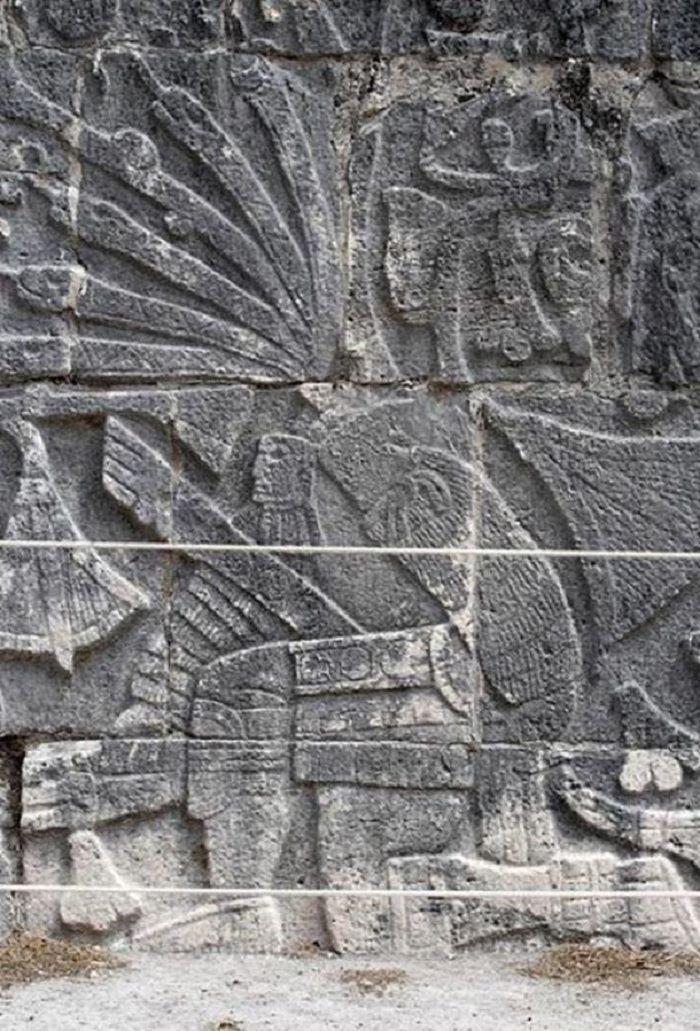 Relief dari Great Ballcourt di Chichen Itza